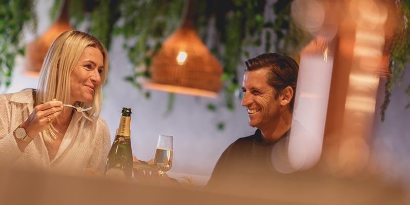 Bar Dining at Cove24
